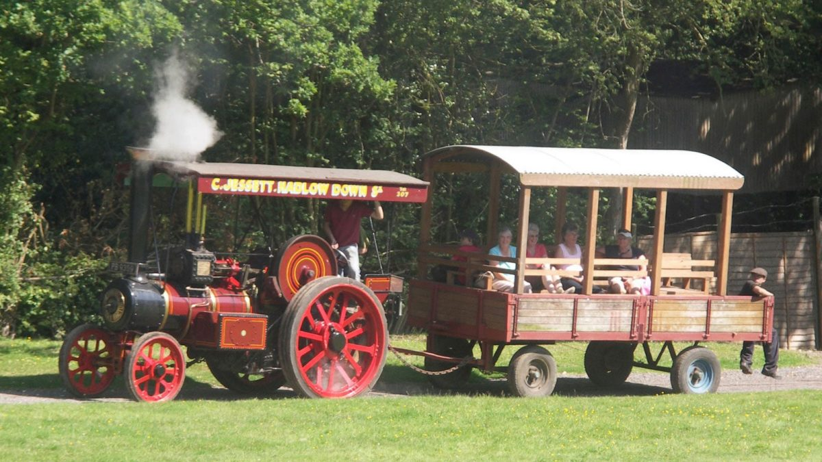 Traction engine trailer rides